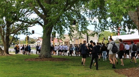 التلاميذ متجهين إلى المدرسة (أرشيف)