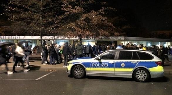 سيارة شرطة ألمانية أمام متنزه