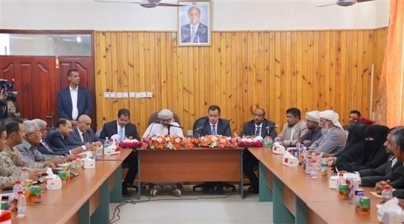اجتماع لرئيس الحكومة اليمنية معين عبدالملك لمناقشة إعصار لبان (تويتر)