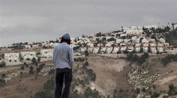 مستوطن أمام معالي أدوميم في القدس المحتلة (أرشيف)
