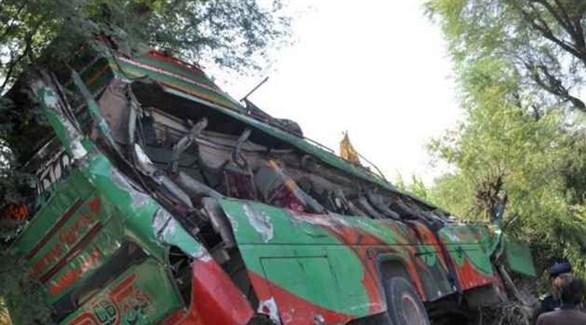 حافلة باكستانية بعد سقوطها في منحدر (أرشيف)