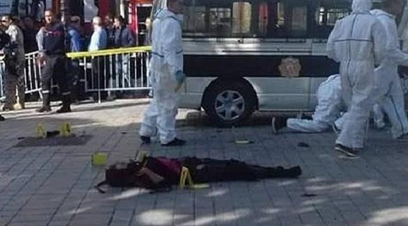 جثة الانتحارية التونسية في مكان الهجوم محاطةً برجال الشرطة العلمية (الصباح)