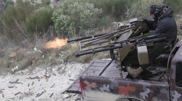 مسلح في إدلب يُطلق النار من رشاش ثقيل (أرشيف)