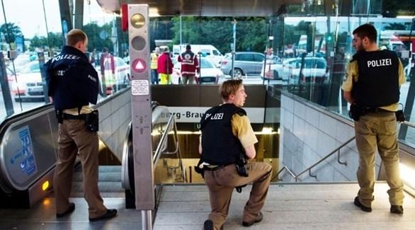 عناصر من الشرطة الألمانية في محطة قطارات (أرشيف)