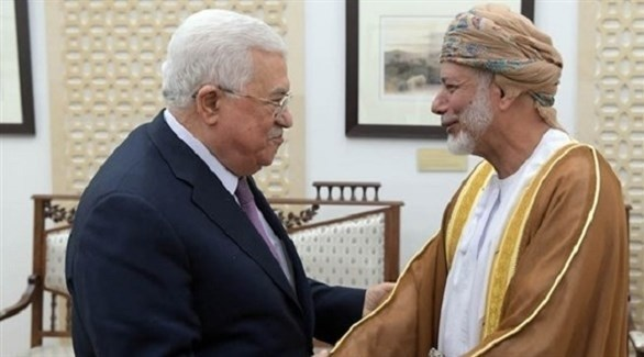 سلطان عمان قابوس بن سعيد خلال لقائه بالرئيس الفلسطيني محمود عباس في مسقط (أرشيف)