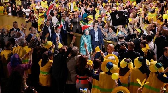 زعيمة المعارضة الإيرانية مريم رجوي في تجمع لمجاهدي خلق بفيلبنت  في باريس (أرشيف)