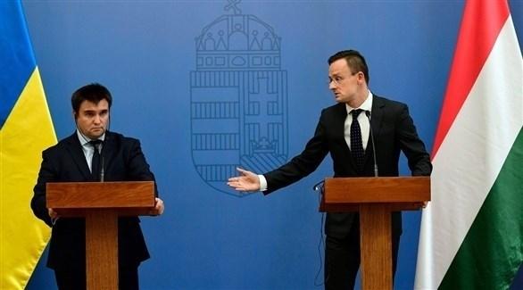 وزيرا الخارجية المجري بيتر دزيجارتو  والأوكراني بافلو كليمكين (أرشيف))