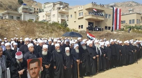 مجموعة من دروز الجولان يرفعون صور الأسد (فيس بوك)