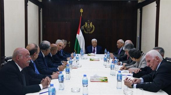 الرئيس الفلسطيني محمود عباس مترئساً اجتماعاً سابقاً للجنة التنفيذية لمنظمة التحرير (أرشيف)