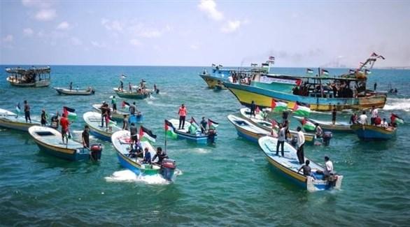 فلسطينيون في مسيرة بحرية مناهضة لحصار قطاع غزة (أرشيف)