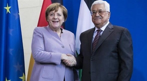 المستشارة الألمانية ميركل والرئيس الفلسطيني عباس (أرشيف)