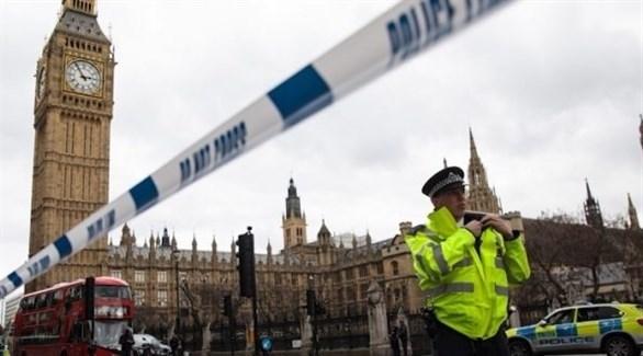 شرطي بريطاني أمام البرلمان بعد هجوم إرهابي على مدخله في 2017 (أرشيف)