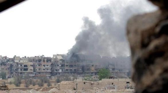 تصاعد الدخان بعد غاردة لطيران النظام على حماة (أرشيف)