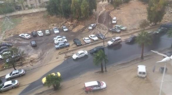 مياه الأمطار تغرق أحد الشوارع في الأردن (تويتر)