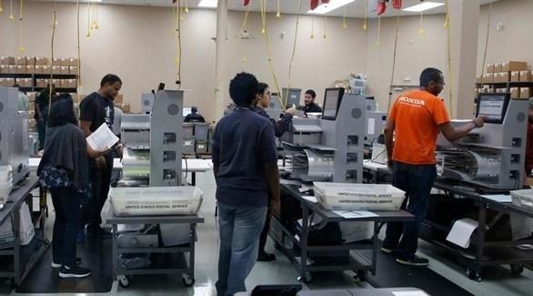 خلال عملية فرز الأصوات في فلوريدا (د.ب.أ)