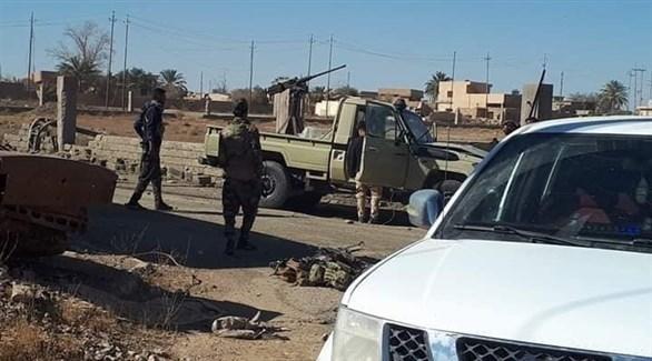 عسكريون عراقيون في مكان محاولة اغتيال المحافظ (تويتر)