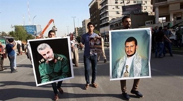 تجمع ترفع فيه صور زعيم الانقلابيين الحوثيين وقائد فيلق القدس الإيراني (أرشيف)