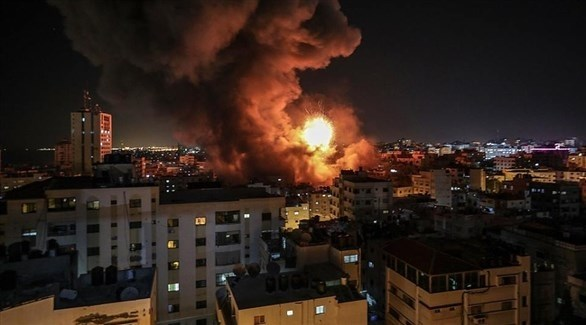 قصف غزة مساء أمس (فيس بوك)