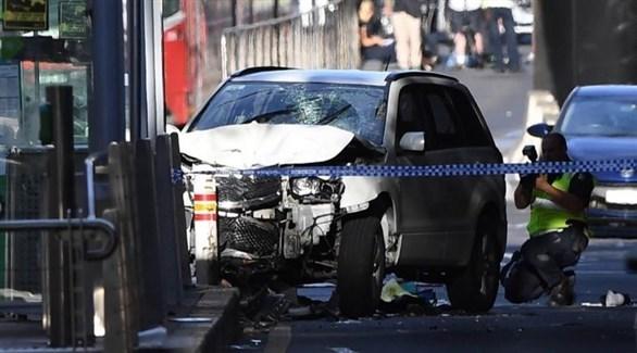 شرطي يُصور سيارة المتهم بالدهس العمد في ملبورن (أرشيف)