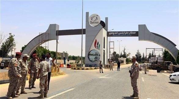 قوات مسلحة خارج مطار طرابلس (أرشيف)