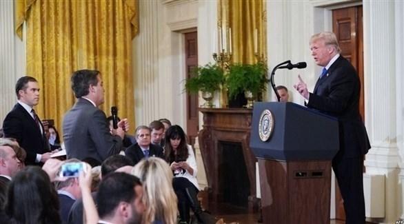 الرئيس الأمريكي يهاجم مراسل سي إن إن جيم أكوستا خلال مؤتمر صحافي في البيت الأبيض (أرشيف)