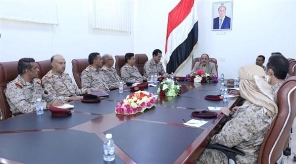 نائب الرئيس اليمني، علي محسن الأحمر وقيادات عسكرية (24)