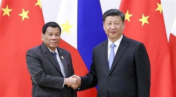 الرئيس الصيني شي جين بيغ ونظيره الفلبيني رودريغو دوتيرتي (أرشيف)