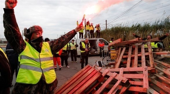 محتجون من أصحاب السترات الصفراء يغلقون طريقاً في فرنسا (إ ب أ)