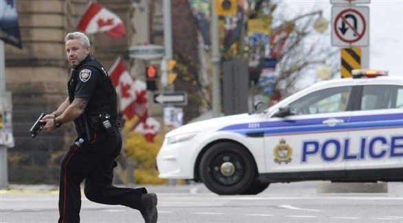 شرطي يهرع إلى مكان حادث في كندا (أرشيف)