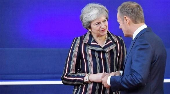 رئيسة الحكومة البريطانية تيريزا ماي مع رئيس المجلس الأوروبي دونالد توسك (تويتر)