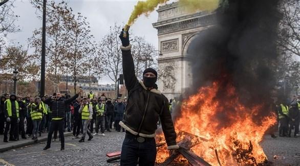 متظاهرون امام قوس النصر في باريس (اي بي ايه)