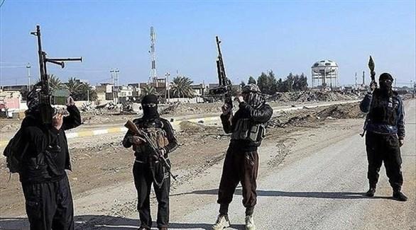 مسلحون يرفعون علم داعش