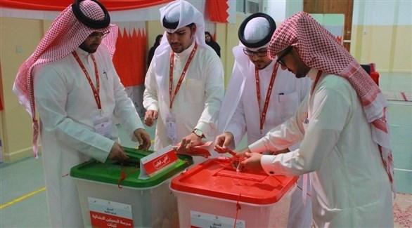 لجنة مراقبة تغلق صناديق الاقتراع بعد انتهاء مهلة التصويت (بنا)