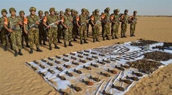 أسلحة وعتاد ضبطها الجيش الجزائري (أرشيف)