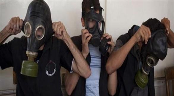 سوريون يضعون أقنعة للوقاية من الغازات السامة (أرشيف)