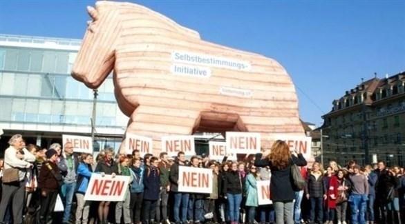 سويسريون معارضون لمقترح إعلاء القانون الوطني على القانون الدولي (تويتر)