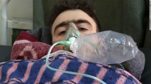 سوري في أحد المستشفيات بعد تعرضه لاختناق (أرشيف)