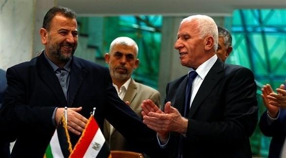 عضو اللجنة المركزية لحركة فتح عزام الأحمد في زيارة سابقة إلى القاهرة (أرشيف)