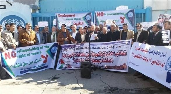 تظاهر مئات الفلسطينيين أمام مقر وكالة أونروا (24)