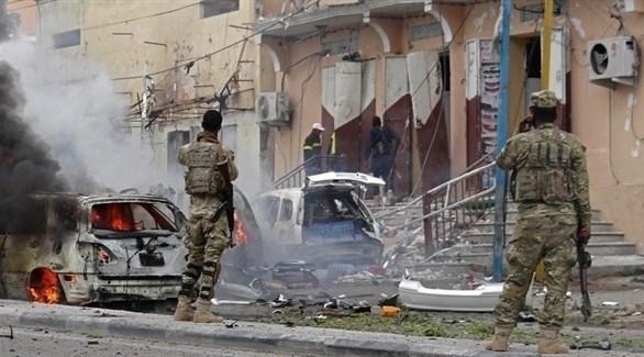 عسكريون صوماليون بعد انفجار سابق في مقديشو (أ ف ب)
