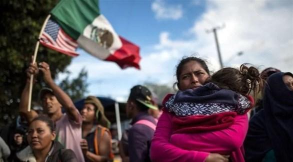 مهاجرون على الحدود بين المكسيك والولايات المتحدة (أ ف ب)
