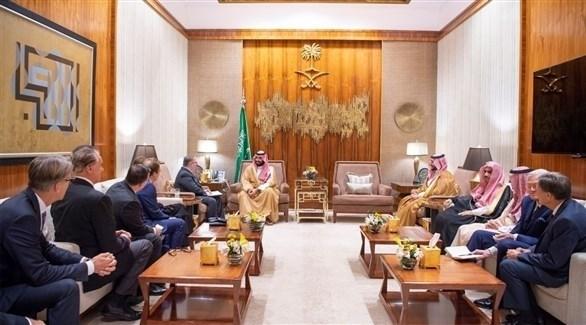 ولي العهد السعودي مستقبلاً الوفد (واس)