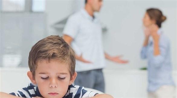 وصف الآباء للمشاكل بطريقة طبيعية ينمّي مشاعر الطفل (تعبيرية)