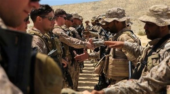 جنود من السعودية يتصافحون مع جنود أمريكيين(أرشيف)