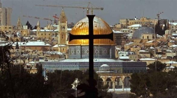 صليب كنيسة أمام قبة الصخرة في القدس (أرشيف)
