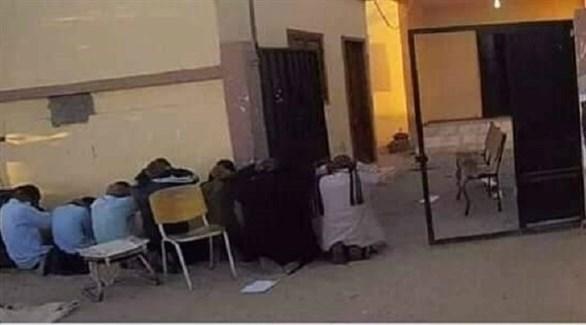 صورة رجال الأمن الليبيين قبل تصفيتهم من قبل داعش الإرهابي (تويتر)