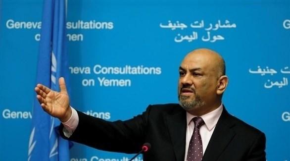 وزير الخارجية اليمني خالد اليماني خلال مؤتمر صحفي في جنيف (رويترز)