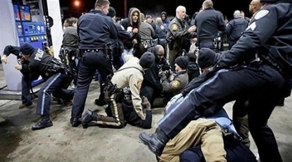 الشرطة الأمريكية تعتقل مهاجرين غير شرعيين (أرشيف)