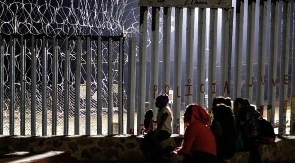 مهاجرون عند الحدود الجنوبية للولايات المتحدة (ديلي صن)