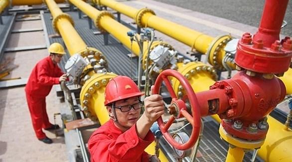 عمال في محطة نفطية لمؤسسة البترول الوطنية الصينية  (أرشيف)